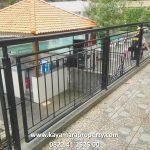 pagar hitam balkon