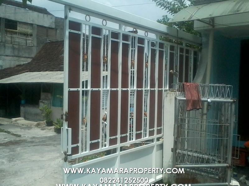 Gerbang 020 Rumah Cemara 2 Solo